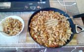 Целая сковорода с макаронами