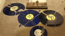 Фанату пришлось разбить пластинки с саундтреком Fallout 3, чтобы вернуть деньги за них