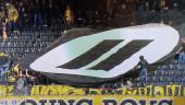 Фанаты в Швейцарии забросали футбольное поле геймпадами в знак протеста против киберспорта