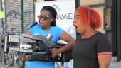 «Говорила же, не трогайте спусковой крючок» — прохожие в Нью-Йорке «случайно» уничтожали машину оружием из Warframe