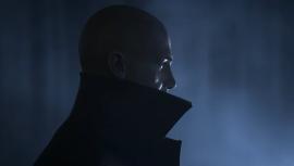 Мрачное настроение и связь с геймплеем — видео о сюжете HITMAN 3