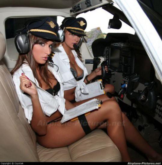 фото голых женщин в самолете