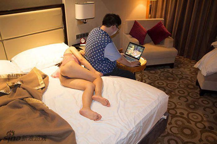 Сексуальная жена фотографируется голой для мужа  499321