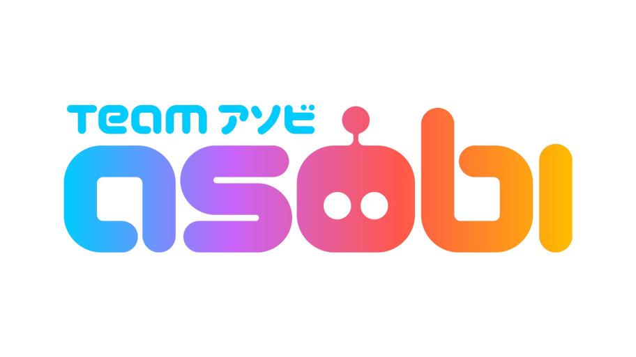 Новый логотип Team Asobi. Слово asobi произошло отяпонского asobu— «играть». Влого также зашифровали некие отсылки кранним дням PlayStation.