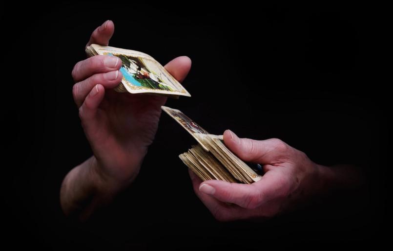 Перемешивание карт— самый знакомый всем рандомайзер.