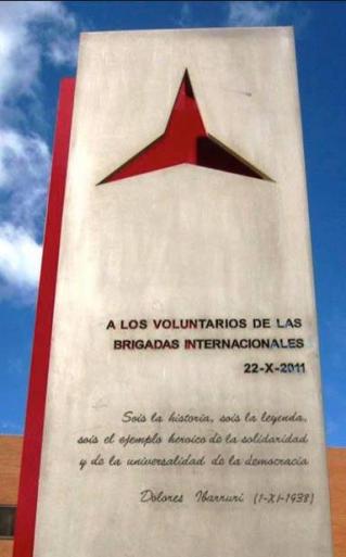 <i>Памятный мемориал международной бригаде во время битвы при Сьюдад-Университарии</i>