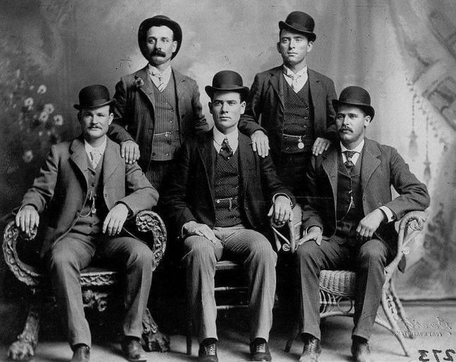 Бутч Кэссиди (внизу слева) иСандэнс Кид (внизу права).